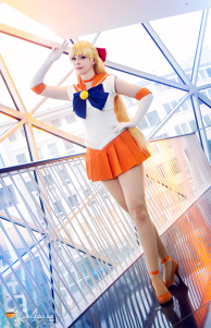 Sailor Venus (Sailor Moon) Cosplay by Calssara