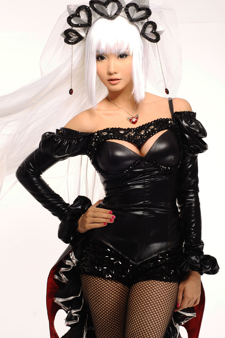 Alodia black and red outfit